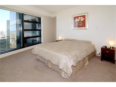 Stylish and spacious fully furnished 3 bedroom apartment