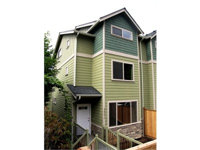 $800 Room for Rent in New 3 bed/2.5 bath Townhome on Queen Anne avail