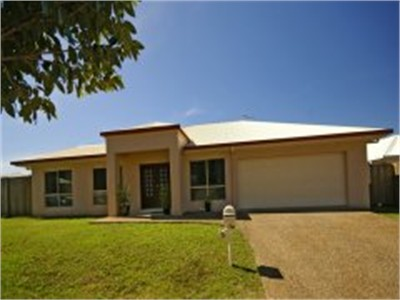 LARGE FAMILY HOME IN RESIDENTIAL AREA
