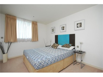 2BEDROOM FLAT 1BEDROOM ENSUITE AVAILABLE FOR HOMESTAY NOW!