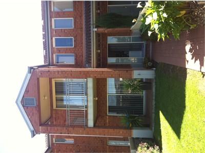 Clean Modern & Friendly Housemates Close to Swinburne