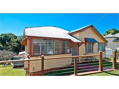 REDUCED PRICE Walking distance to QUT & RBH - Utilities Included