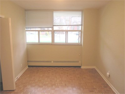 FUR 2 BR - YONGE AND EGLINTON - 5 MIN WALK TO SUBWAY - ALL INCLUSIVE