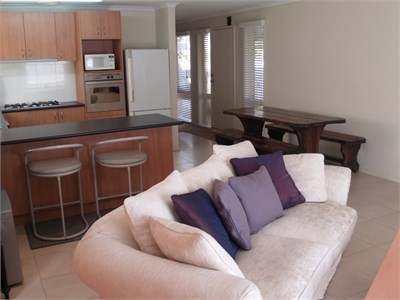 Private f/furn room minutes away from everything in Frankston
