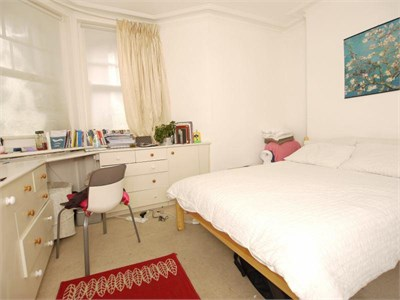 Double room close to the City Centre and Whiteladies Road supermarkets