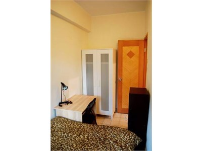 Shared kitchen, toilet and laundry..North Point