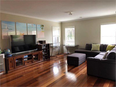 Room for rent in the Central of Point Cook close to Town Center